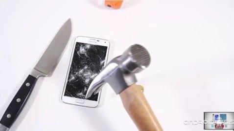 Test de resistencia: Samsung Galaxy S5 + Martillo + Cuchillo