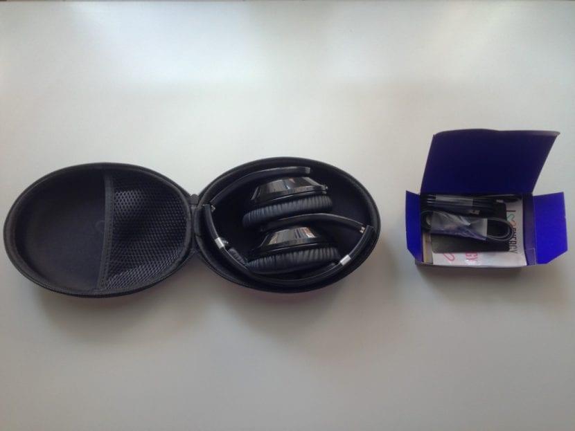 estuche-y-caja-abiertas-de-los-energy-headphones-bt9-1024x768