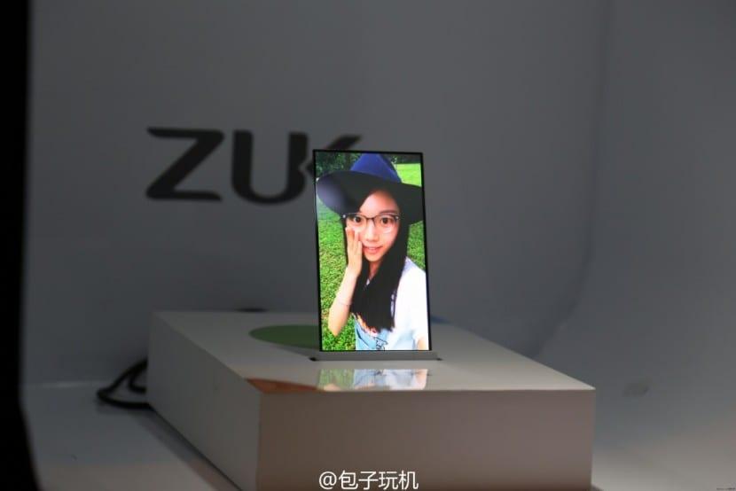zuk transparente pantalla