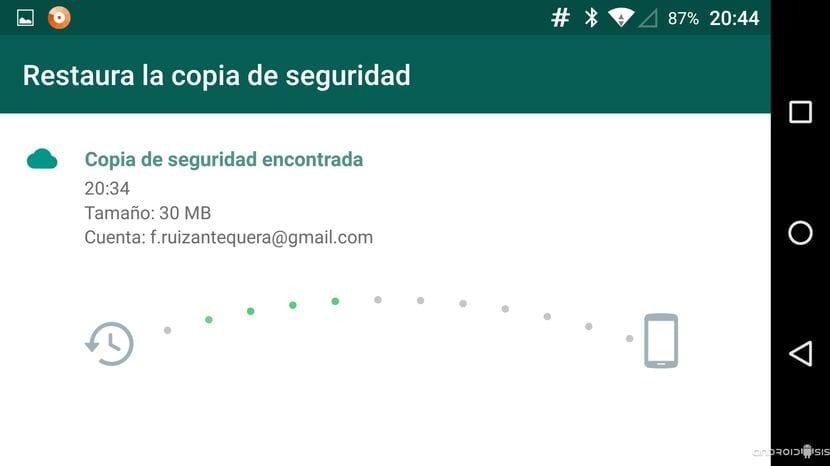 Progreso de la restauración de la copia de seguridad de WhatsApp desde Drive