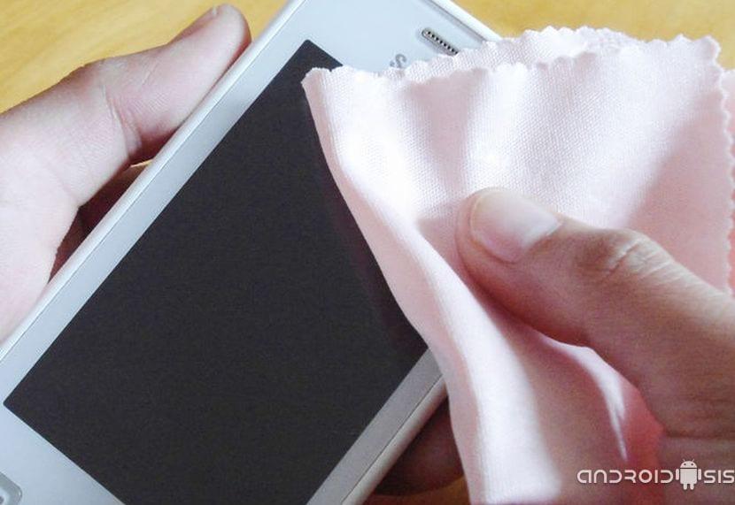 Limpiar pantalla del móvil correctamente