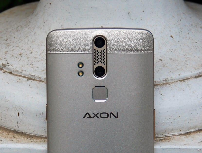 ZTE Axon Elite (11)