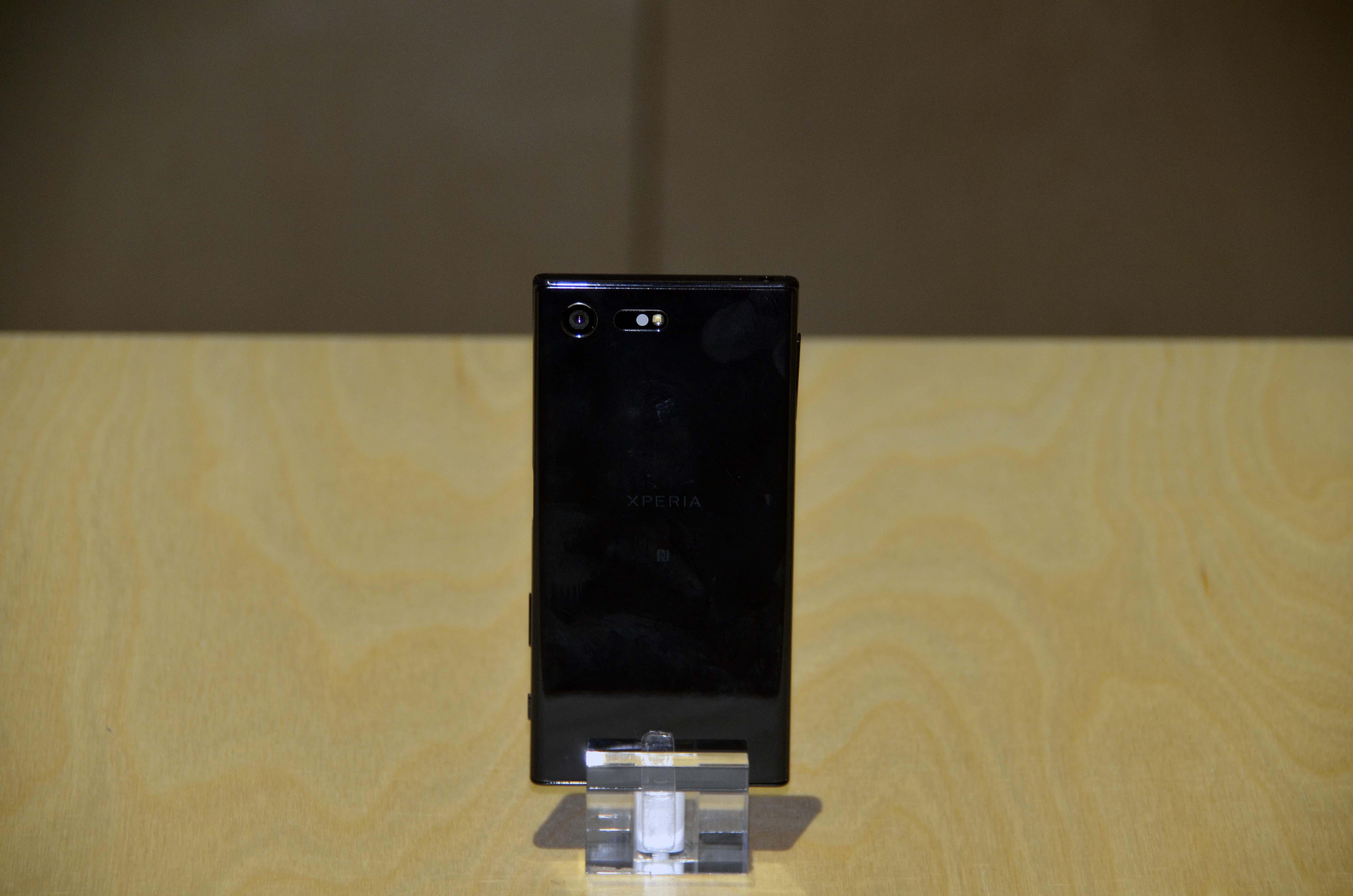 Xperia X Compact (1)