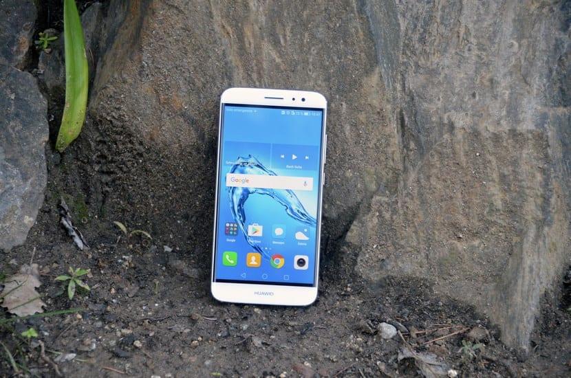 Huawei Nova Plus por delante