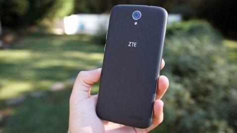 ZTE fabricará un smartphone autoadhesivo con seguimiento ocular en 2017