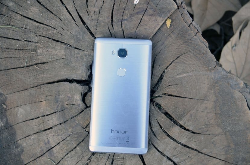 Honor 5x por detrás