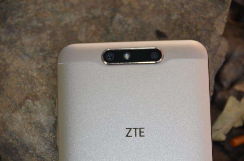 ZTE Blade V8 cámara