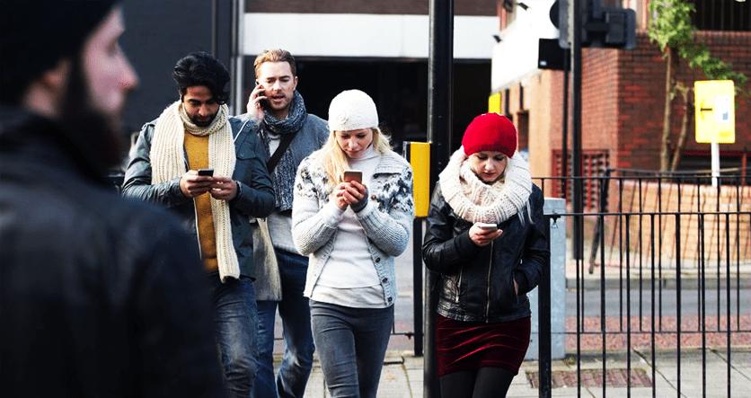 distraídos con los teléfonos