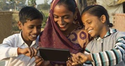 Facebook lleva internet de bajo coste a millones de indios