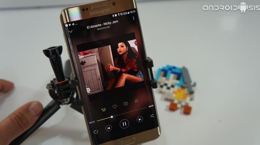 "Un ""reproductor de música social"" que comparte música entre usuarios de la app"