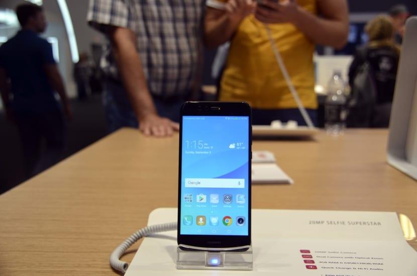 Huawei Nova 2 Plus por la parte frontal