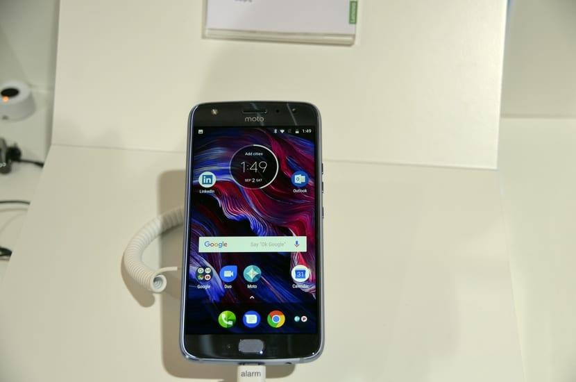 Frontal del Moto X4