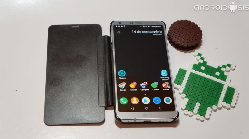 Cómo encender y apagar la pantalla de tu Android mediante el sensor de proximidad y sin fastidiar el bloqueo por huella dactilar