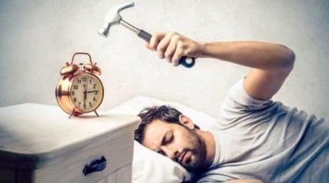 6 aplicaciones para que despiertes a tiempo tras el puente