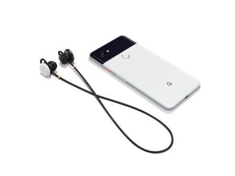 Google Pixel 2 con los auriculares inalámbricos Pixel Buds