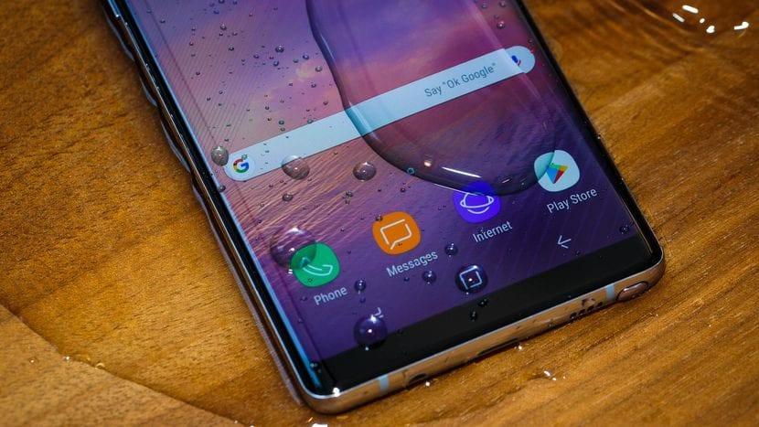 El Samsung Galaxy Note 8 puede resistir 30 minutos bajo el agua a una profundidad de 1.5 metros