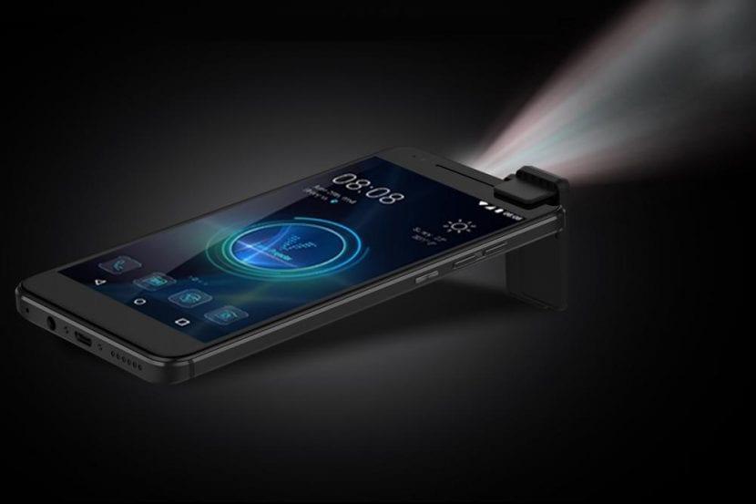 Moviphone, el nuevo smartphone con proyector HD presentado en el CES de Las Vegas