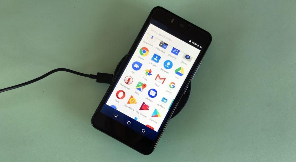 Xiaomi 10W MAX con smartphone