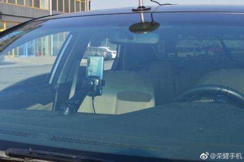 El Honor Magic 2 conduce un auto sin conductor gracias a YOYO