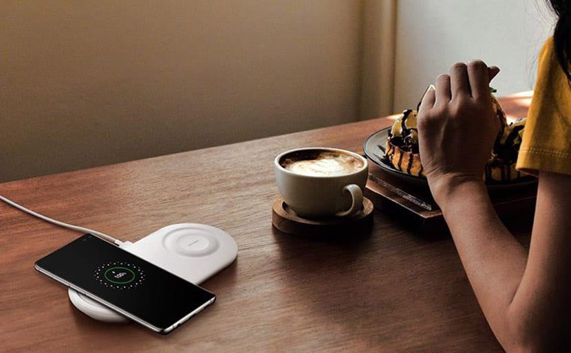"""Samsung considera abrir la carga rápida a 25W y desarrollar el modo """"super noche"""" a los Galaxy S10"""