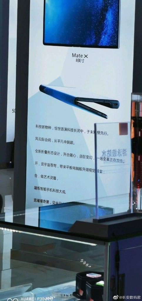 Póster promocional del Huawei Mate X