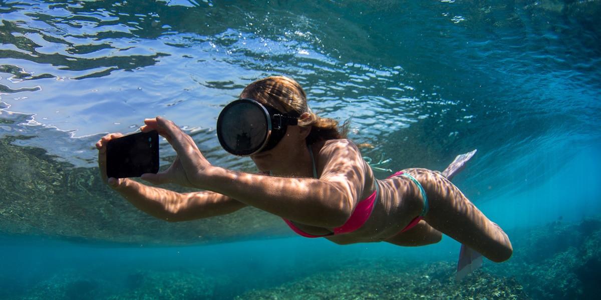 smartphone bajo el agua