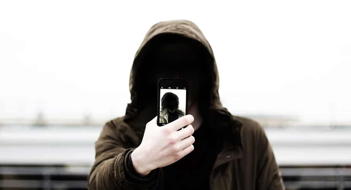 Cómo saber si me espían por la cámara del móvil o tablet