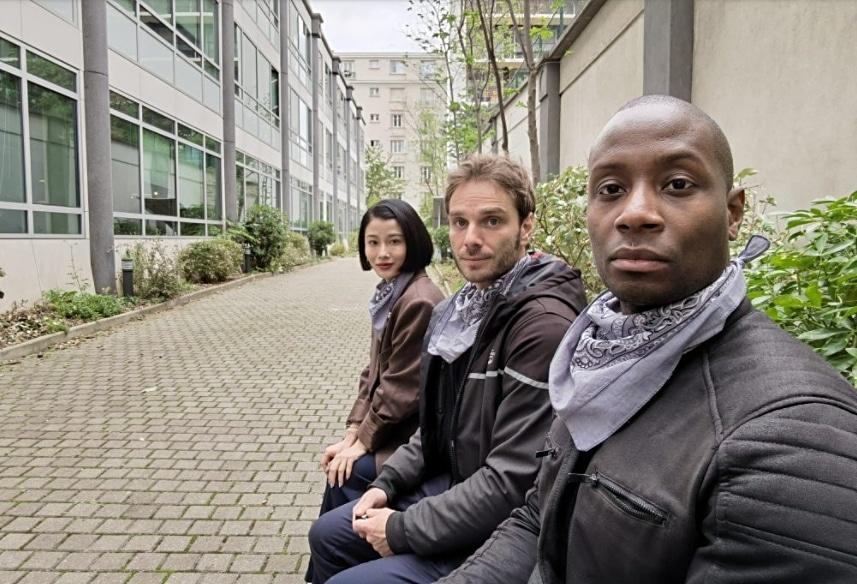 Foto grupal tomada con la cámara frontal del Mate 40 Pro, por DxOMark