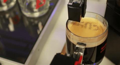 Máquina de café imprime tu número